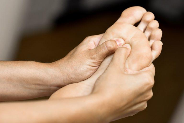 רפלקסולוגיה ועיסוי כפות רגליים