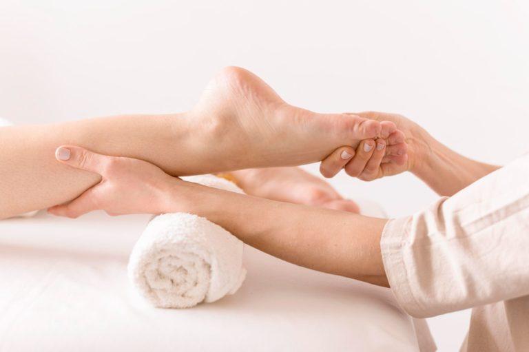 עיסוי כפות רגליים במרכז